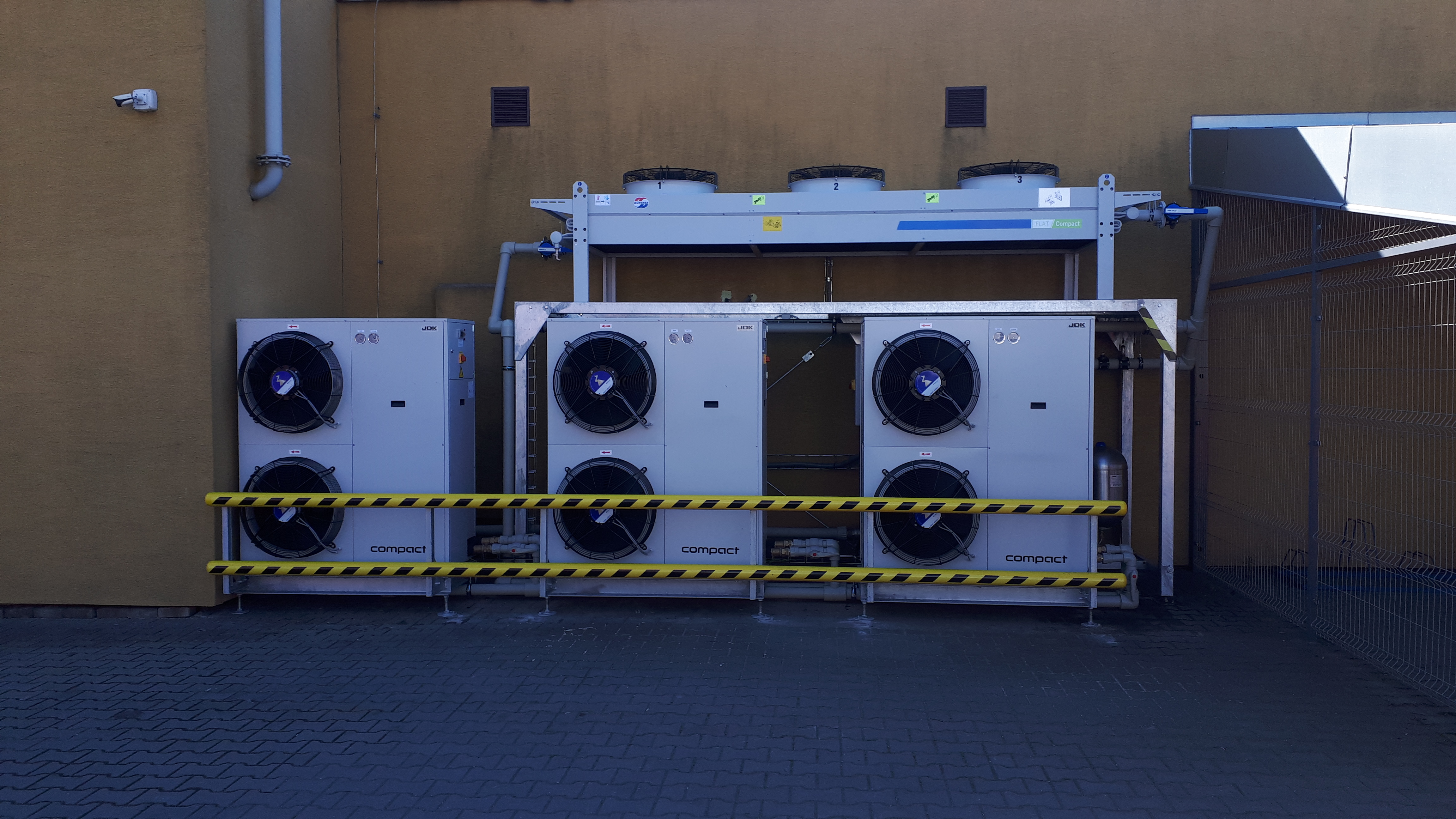 3x chiller 50kW 1x freecooling 150kW